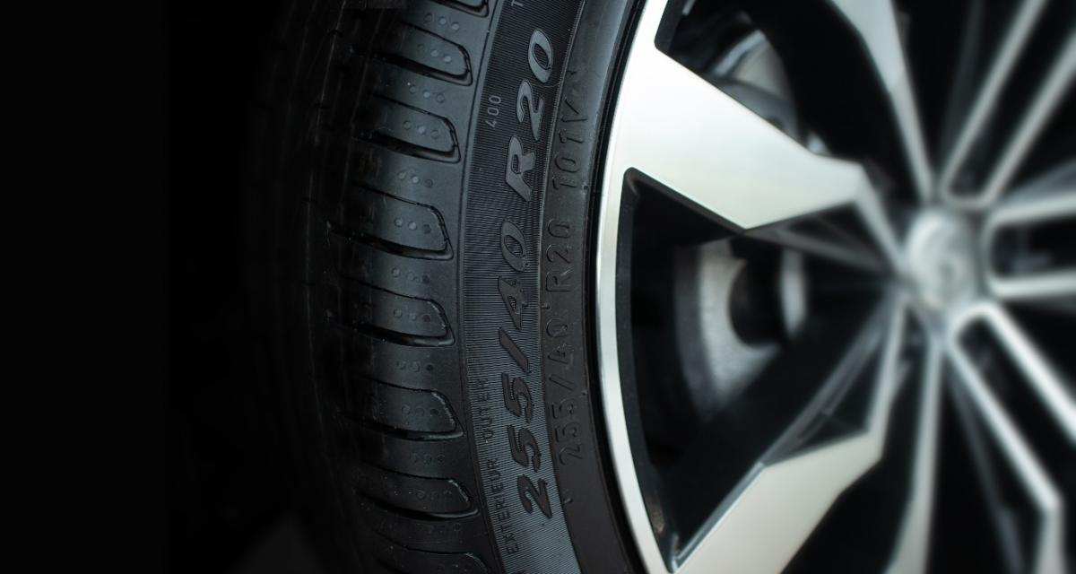 Entretien de ma voiture : comprendre l'indice de vitesse de mes pneus