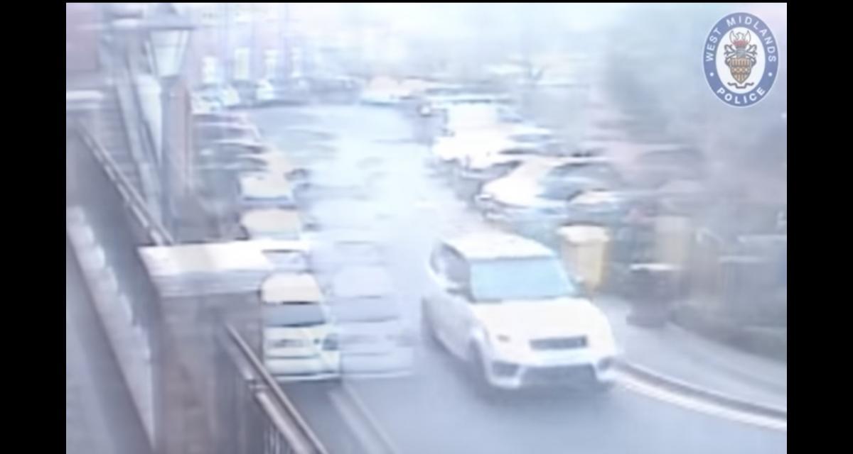 Jack Grealish, la pépite anglaise d'Aston Villa emboutit 3 voitures garées dans la rue (vidéo)