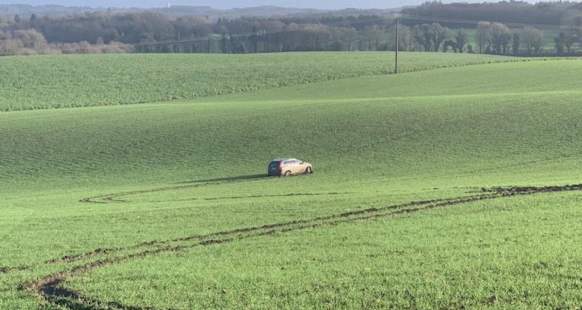 Le fameux 4x4 bloqué dans un champ en Bretagne a enfin été retiré