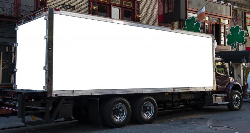 Un sticker pour les camions afin de prévenir de leurs angles morts