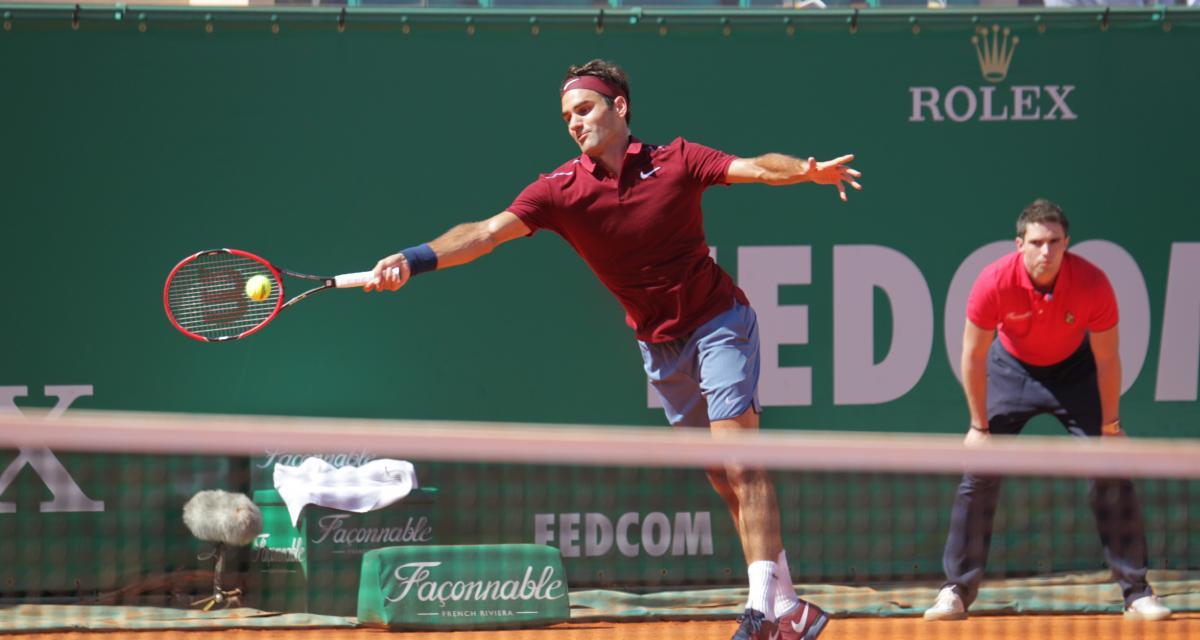 Pour sa nouvelle campagne de pub Mercedes a choisi la crème de la crème : Roger Federer se relaxe dans la Classe S