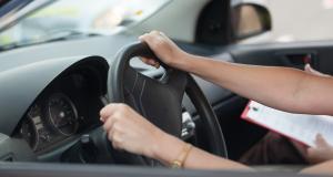 Arrêtée pour excès de vitesse, les gendarmes découvrent qu'elle roule sans permis depuis 25 ans