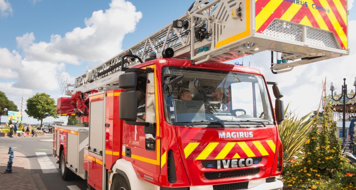 Les pompiers procèdent à un accouchement directement dans la voiture avec un médecin en visio