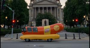 Et si vous étiez payés pour parcourir les Etats-Unis au volant d'une voiture hot-dog ?