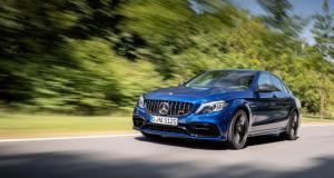 VIDEO - Il tente de faire un burn-out coûte que coûte quitte à mettre le feu à sa magnifique Mercedes C63