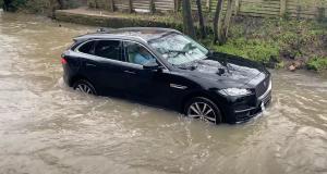 VIDEO - C'est confirmé, le Jaguar F-Pace n'est pas un véhicule amphibie