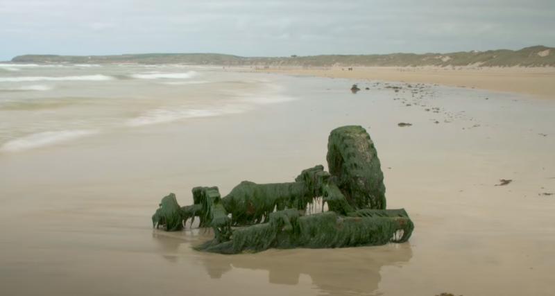 La carcasse d'un 4x4 noyé en 1990 refait surface sur une plage britannique