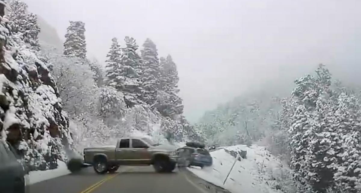 VIDEO - Il perd le contrôle de son pick-up et emporte une voiture dans sa chute : 5 blessés dans un accident très impressionnant