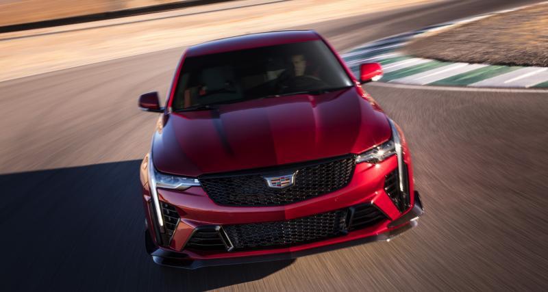Cadillac CT4-V Blackwing (2022) : la berline sportive à l'américaine qui sent bon la gomme brûlée