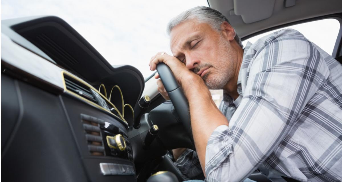 Ivre, il s'est endormi dans la voiture d'un inconnu
