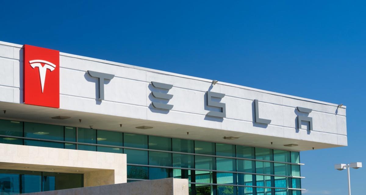 VIDEO - Quand plusieurs centaines de Tesla se mettent à jour en même temps, voilà ce que ça donne