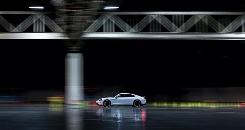 La Porsche Taycan Turbo S devient la voiture la plus rapide du monde… en intérieur