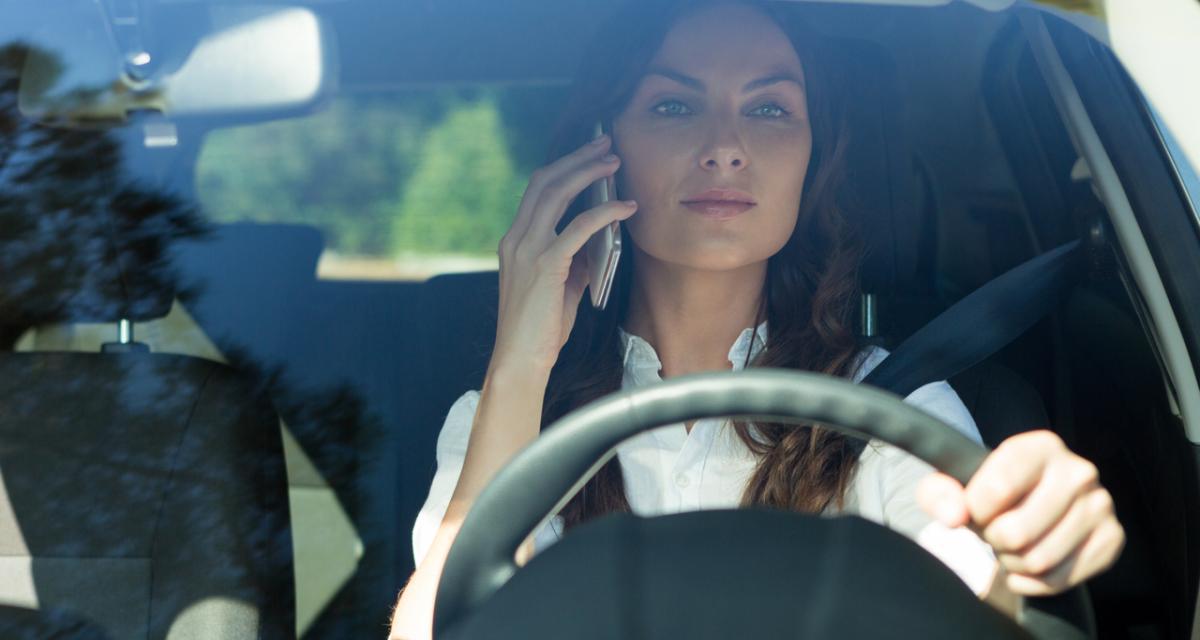 Téléphone au volant : voici (tous) les dispositifs interdits !