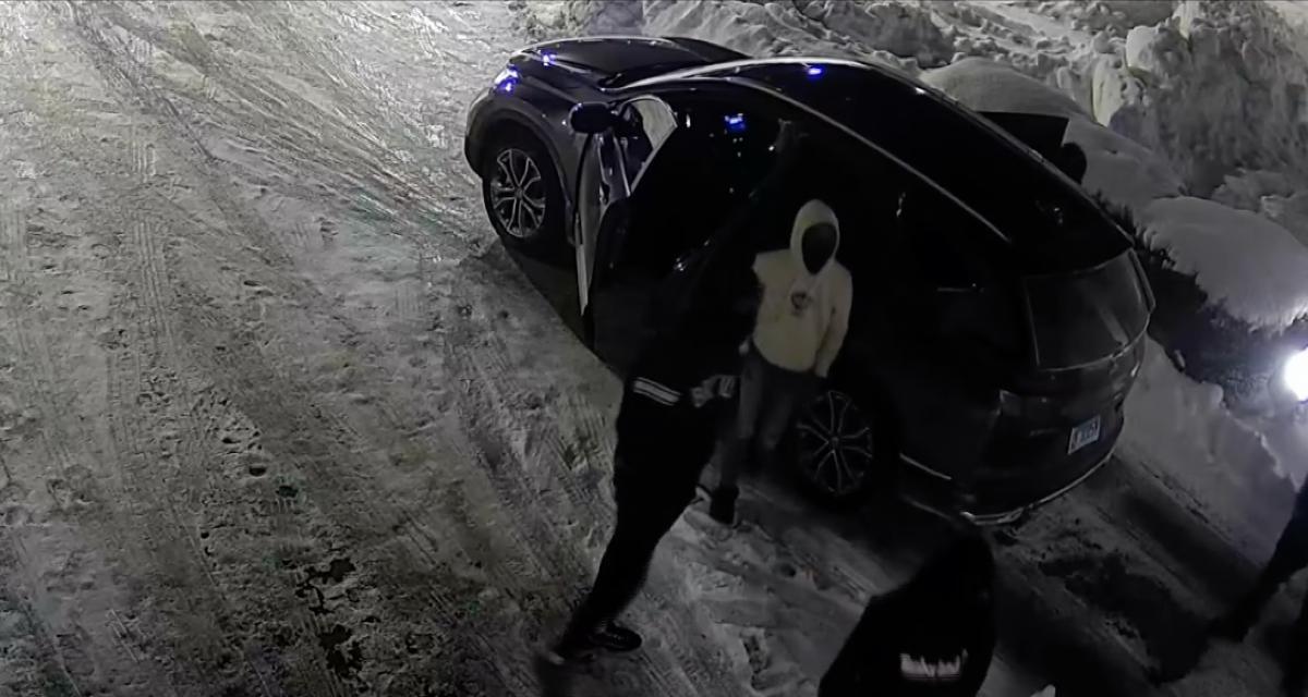 Le vol de 6 voitures chez un concessionnaire filmé par des caméras de surveillance