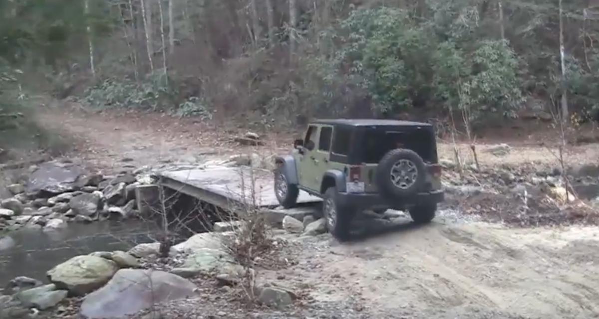 L'idiot du jour : avoir une Jeep qui grimpe partout, c'est bien, avec une portière c'est mieux