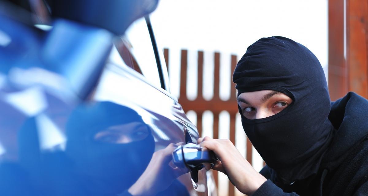 Il vole une voiture alors qu'il n'a pas de permis et qu'il sort à peine de prison