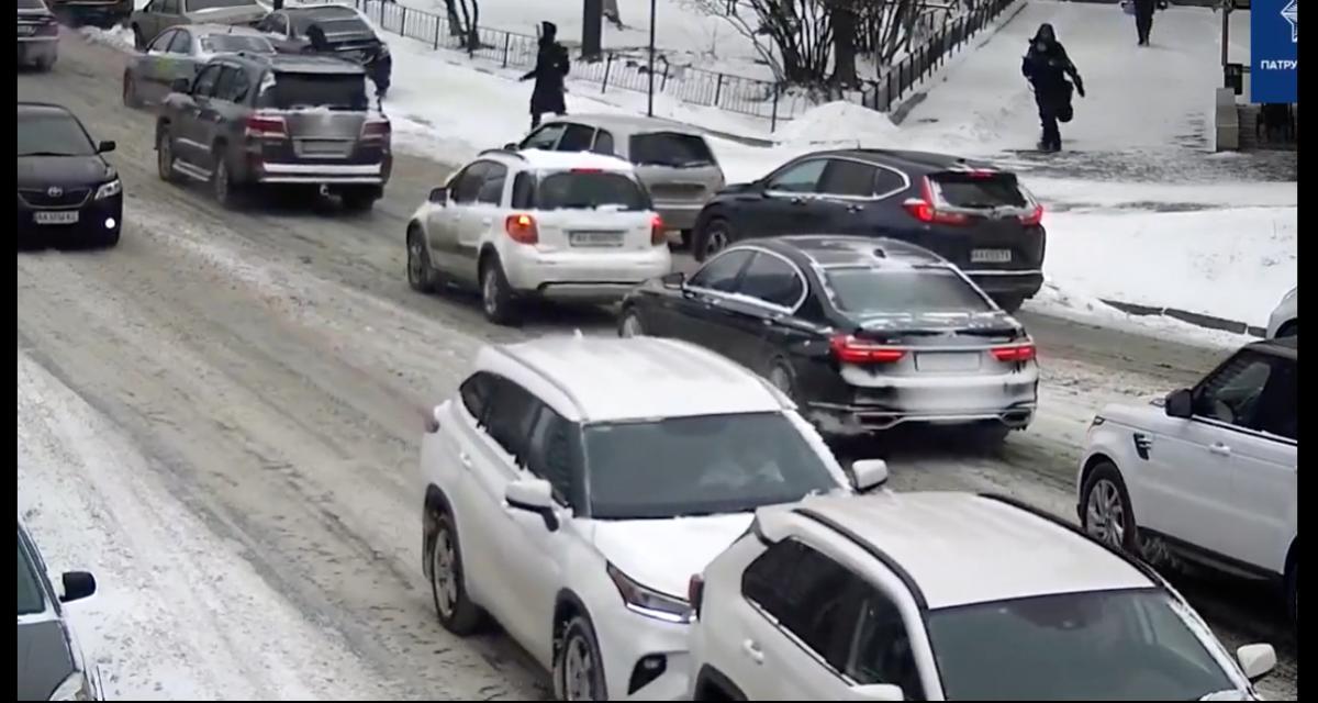 L'idiot du jour : deux accidents en moins de 2 minutes… avec la même voiture à chaque fois