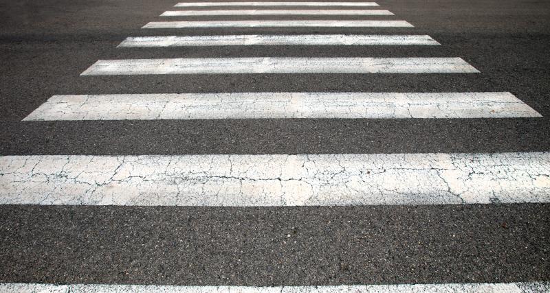 VIDEO - Ce piéton a trouvé THE solution face aux automobilistes qui ne le laissent pas traverser