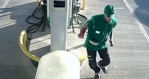 VIDEO - Le pompiste échappe à un grave accident grâce à ses réflexes