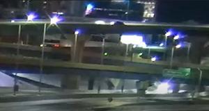 VIDEO - Pour la Saint Valentin, cette automobiliste n'est pas tombée amoureuse mais plutôt d'un pont
