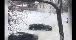 VIDEO - Vous ne verrez pas de meilleure technique pour sortir votre voiture de la neige