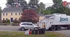 VIDEO - Quand on roule derrière un camion poubelle, forcément il faut être vigilant
