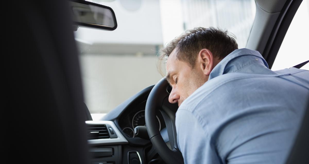 Ivre et sans permis, il s'endort au beau milieu de l'autoroute après avoir roulé à contresens sur plusieurs kilomètres