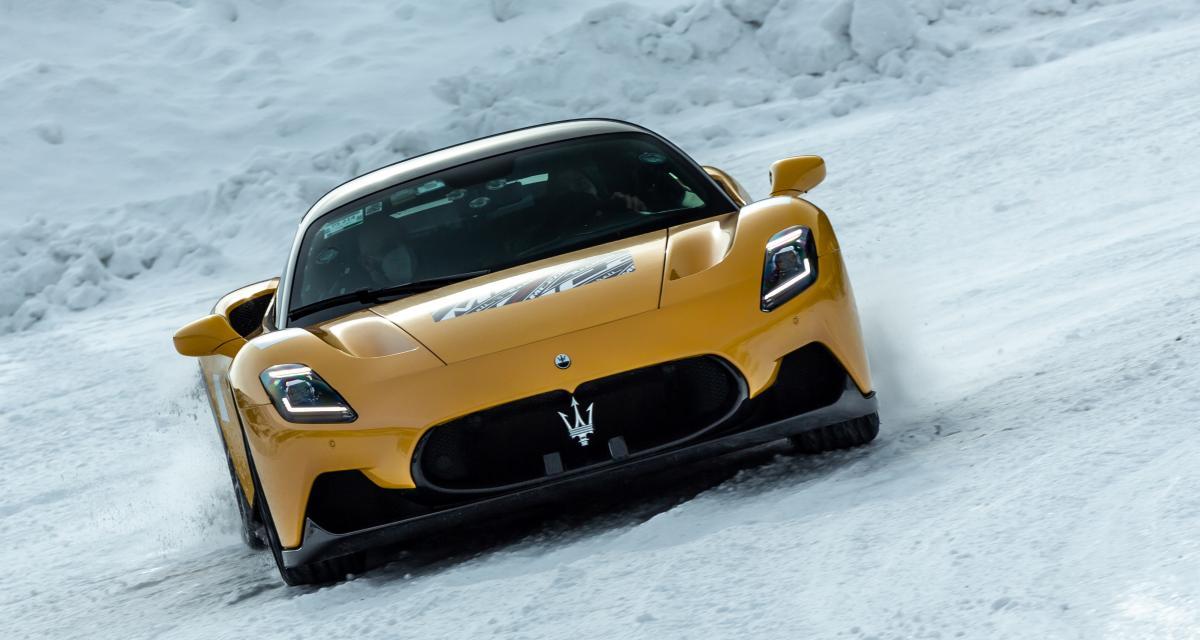 La Maserati MC20 aussi élégante sur piste bitumée que dans la neige