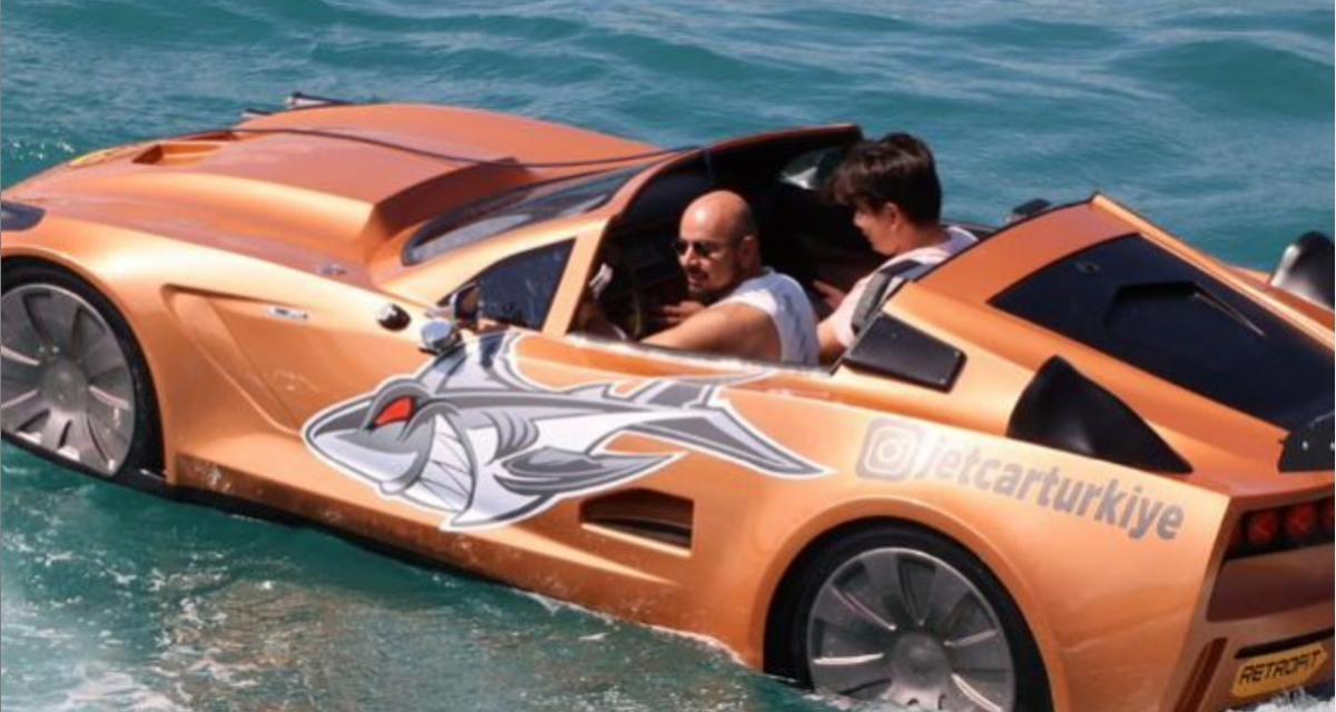 VIDEO - Cette Corvette n'est pas une voiture ordinaire puisque c'est en fait… un bateau