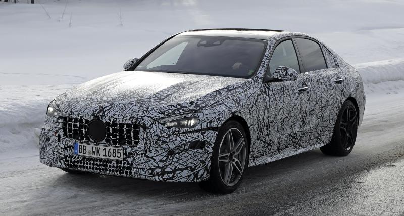 Mercedes-AMG C43 : la berline sportive aperçue lors d'essais enneigés