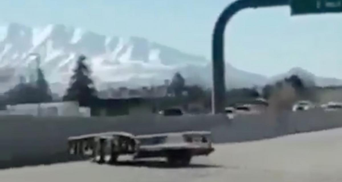 VIDEO - Cette remorque décide de reprendre sa liberté au beau milieu de l'autoroute