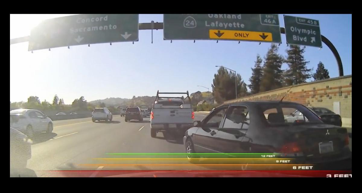 VIDEO - La mamie lui coupe la route sur l'autoroute puis s'énerve
