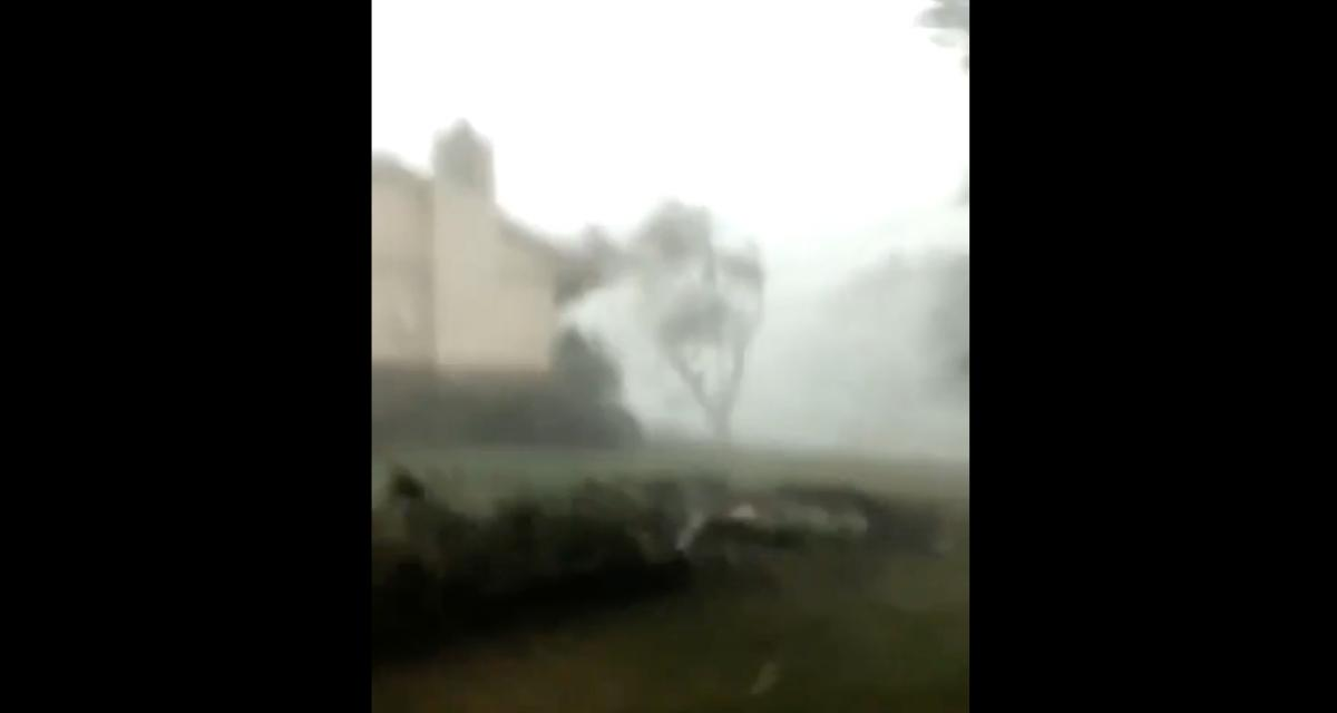 VIDEO - Voilà ce que ça fait de se retrouver coincé dans un ouragan en voiture