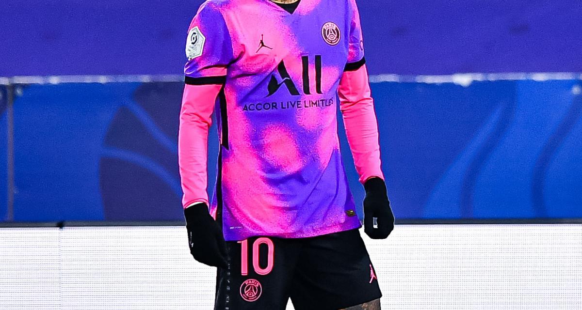 Nasser Al-Khelaifi offre un maillot du PSG à Fabio Quartararo