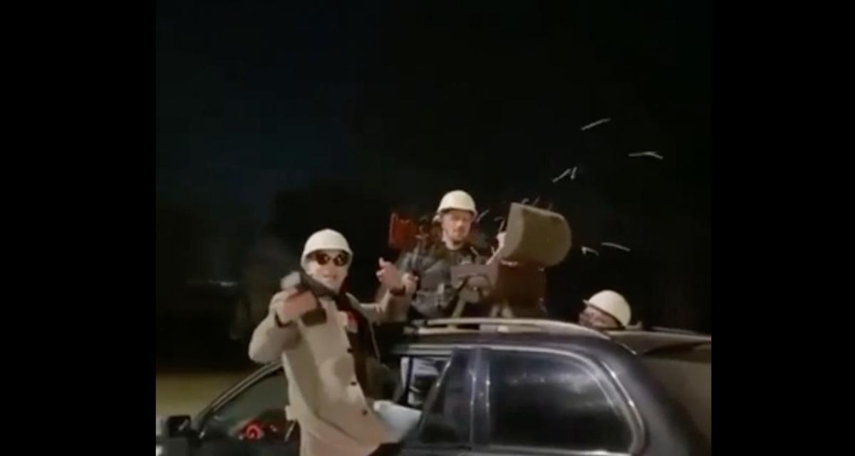 Un barbecue sur le toit de la voiture, le compagnon idéal de vos soirées entre amis