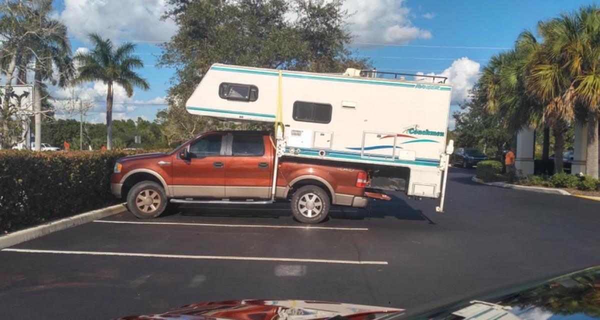 Ce pick-up est devenu le camping-car le plus dangereux du monde