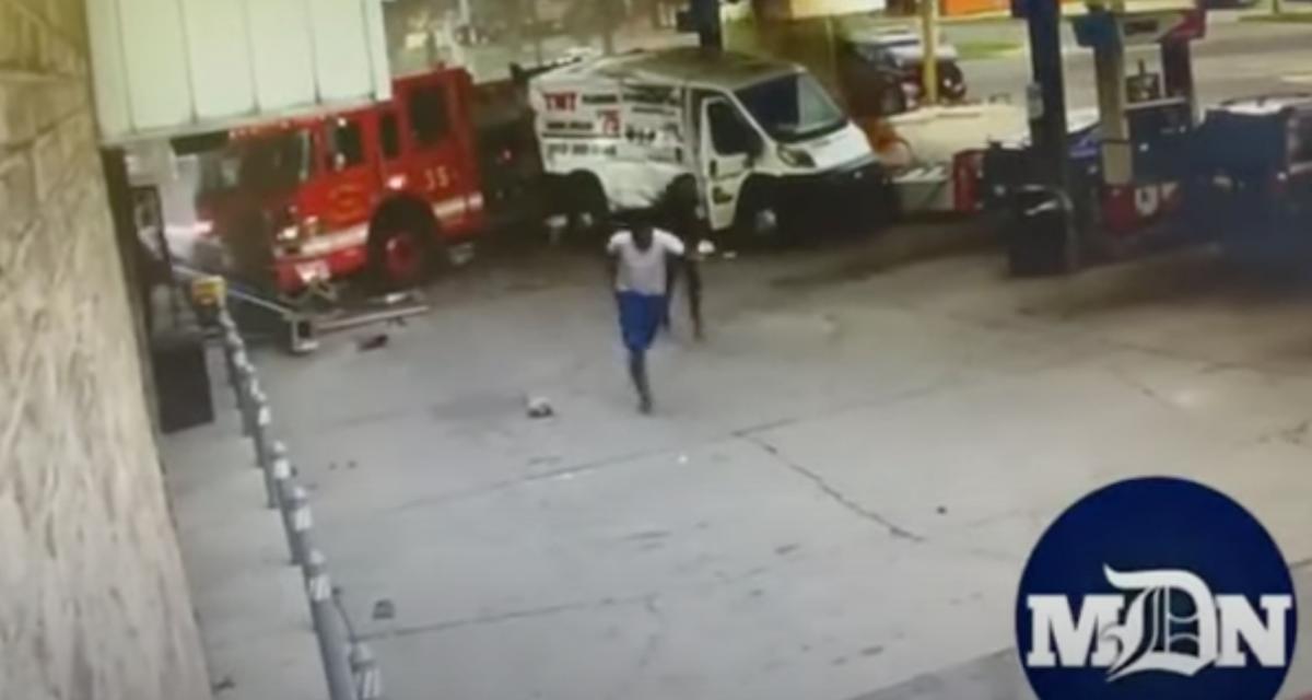 VIDEO - Un camion vient percuter une pompe à essence, heureusement c'était un camion de pompiers