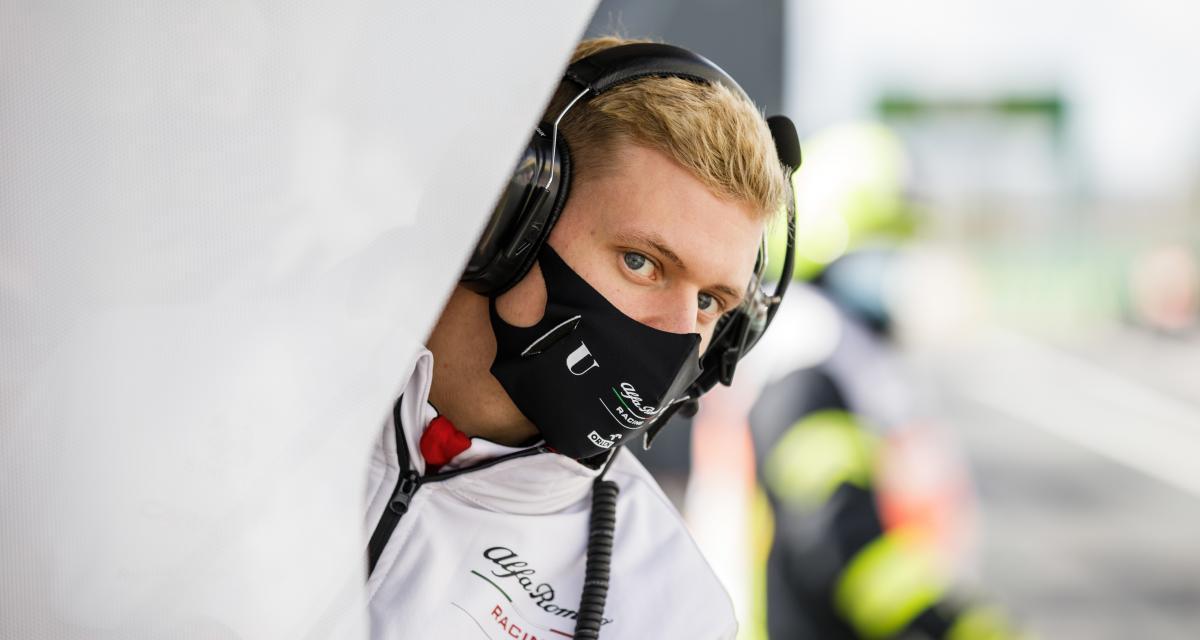 Haas F1 Team - Mick Schumacher : randonnées avec son chien et saucisses grillées pour Pâques