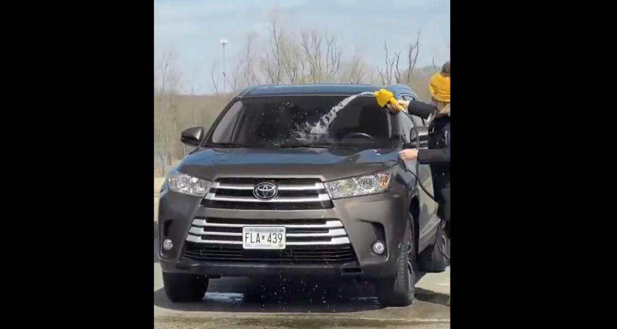 L'idiote du jour : elle nettoie sa voiture avec la pompe à essence… une prestation qui coûte cher