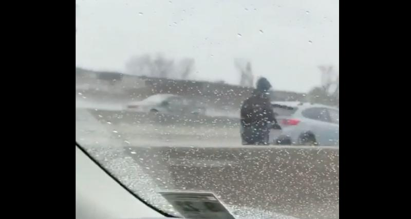 L'idiot du jour : en trottinette sur l'autoroute et sous la pluie