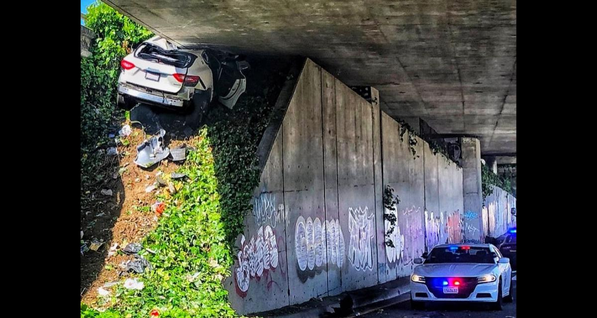 À plus de 160 km/h dans une course poursuite le fuyard encastre sa Maserati Levante sous un pont