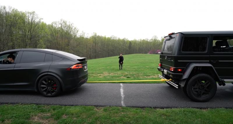 VIDEO - Tir à la corde entre une Tesla Model X et un Mercedes 4x4 G550 : qui va l'emporter ?