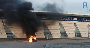 VIDEO - La session drift avec sa BMW se termine par un incendie