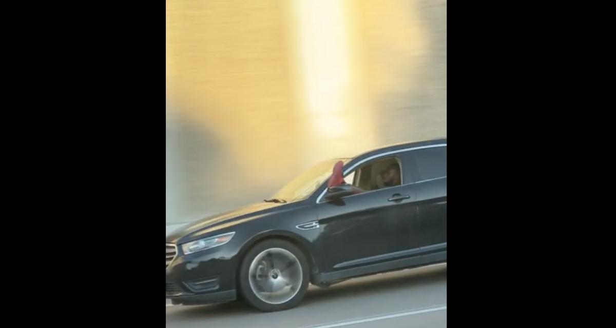 VIDEO - En détente sur l'autoroute, cet automobiliste conduit avec la jambe par la fenêtre