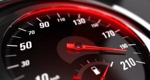 """À 182 km/h au lieu de 80 pour """"décrasser le moteur"""" de sa Merco'"""