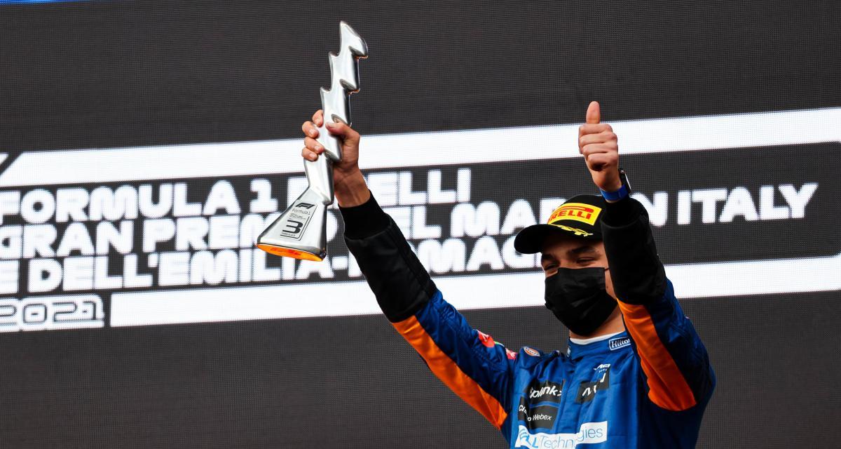 GP d'Emilie Romagne de F1 : Lando Norris poste des selfies avec son trophée