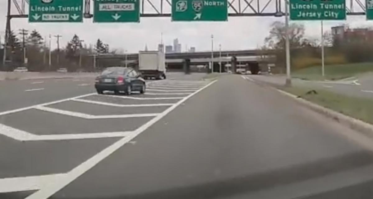 VIDEO - Un bon conducteur aurait attendu la prochaine sortie, mais cet automobiliste n'est pas un bon conducteur