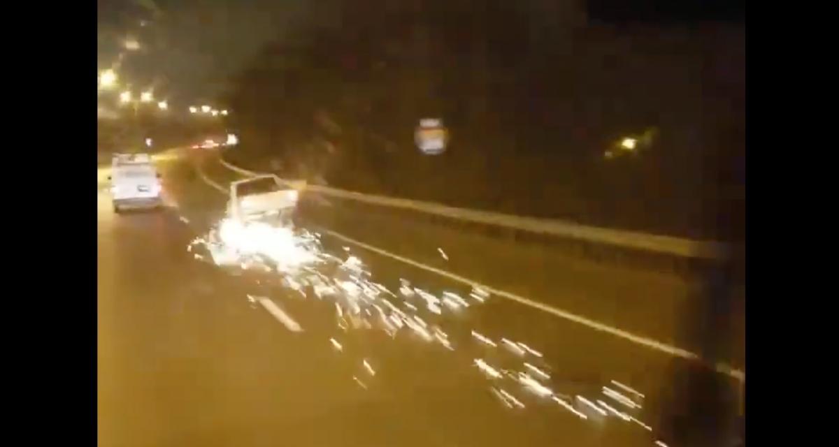 VIDEO - Sur sa jante sur l'autoroute, forcément ça fait des étincelles
