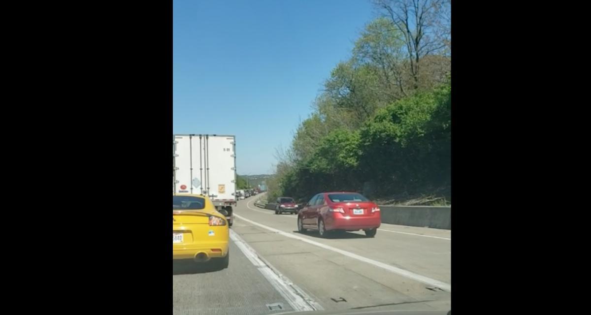 La pépite du jour : lassé par les embouteillages, il fait demi-tour et remonte la file à contresens