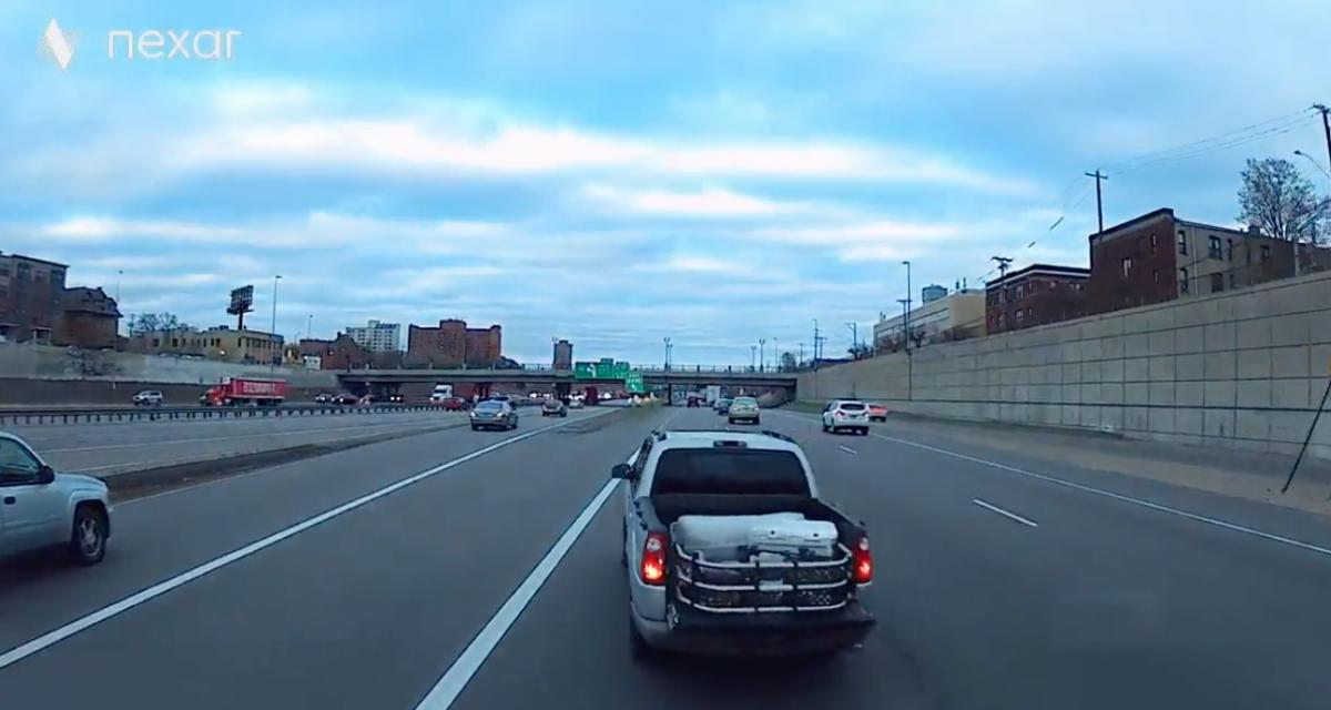 VIDEO - Ce chauffard coupe la route a tout le monde et cause un accident sans même s'en préoccuper